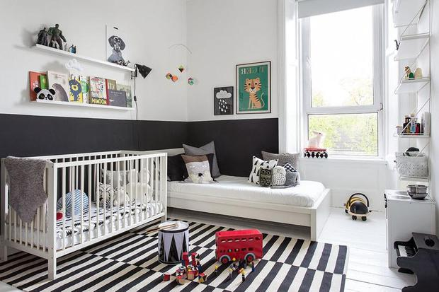 Child's nursery decorated in monochrome with pops of colour. Photo: Drawhome.com