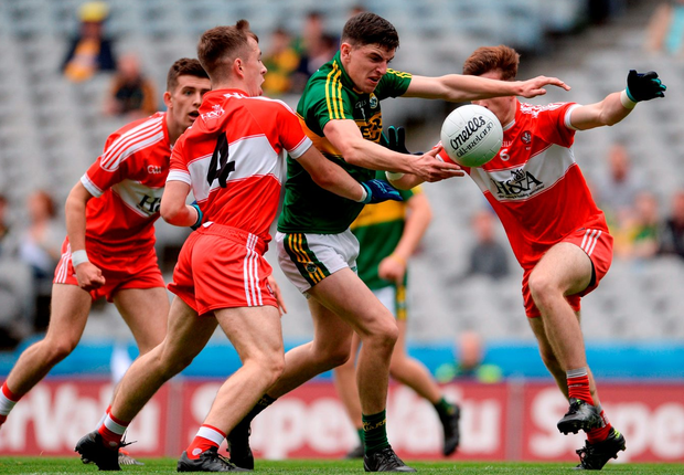 Kerry's Ferdia O'Brien in action against Derry's Shea Downey, Aaron Bradley and Eoghan Concannon. Photo: Piaras Ó Mídheach/Sportsfile