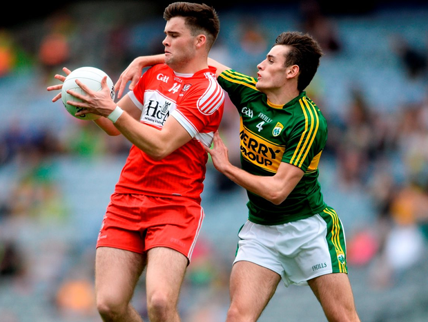 Derry's Feargal Higgins tries to keep the ball away from Kerry's Graham O'Sullivan. Photo: Eóin Noonan/Sportsfile
