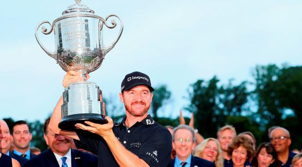 Jimmy Walker lifts the Wanamaker Trophy after winning the US PGA Championship (Photo by Andrew Redington/Getty Images)