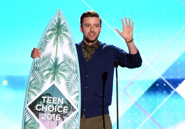 Honoree Justin Timberlake accepts the Decade Award onstage during Teen Choice Awards 2016 at The Forum on July 31, 2016 in Inglewood, California. (Photo by Kevin Winter/Getty Images)