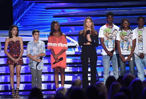 Actress Jessica Alba (C) speaks out against gun violence with victims and victims' families of gun violence attacks onstage during Teen Choice Awards 2016 at The Forum on July 31, 2016 in Inglewood, California. (Photo by Kevin Winter/Getty Images)