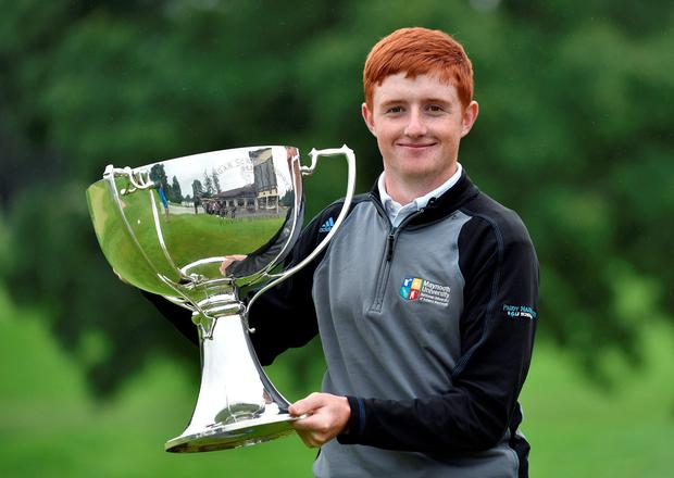 Ronan Mullarney with the trophy after winning the Mullingar Electrical Scratch Trophy. Photo: Pat Cashman