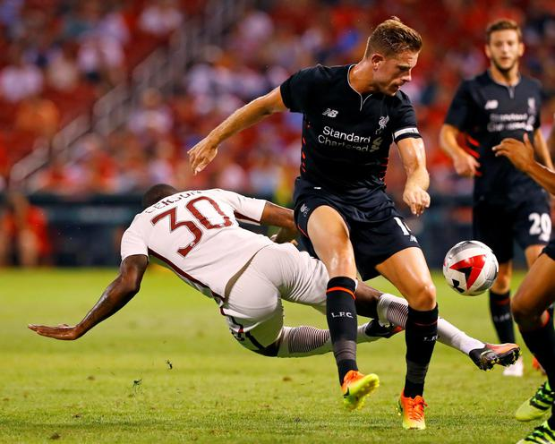 Liverpool midfielder Jordan Henderson, right, and Roma midfielder Da SIlva Gerson battle for the ball