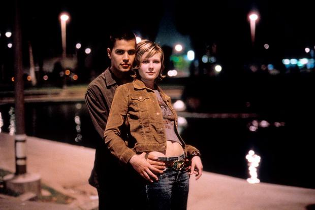 Kirsten Dunst and Jay Hernandez in a scene from the film 'Crazy/Beautiful', 2001. (Photo by Touchstone Pictures/Getty Images)