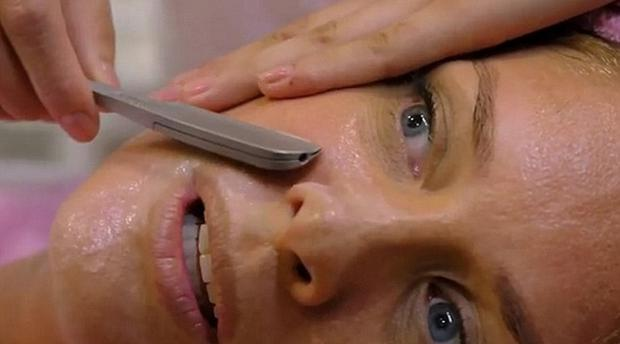 Rachel Hunter having her face shaved for a beauty experiment