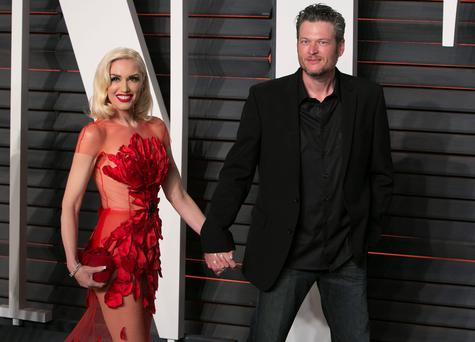 US singers Gwen Stefani and Blake Shelton arrive to the 2016 Vanity Fair Oscar Party in Beverly Hills, California