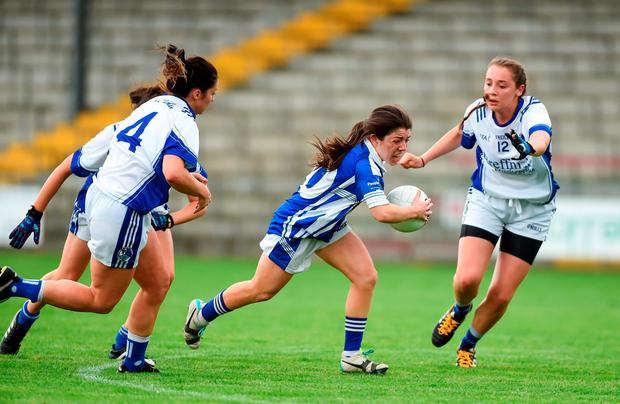 Laois' Alice Malone pursued by Joanne Moore (4) Sheila Reilly and Neasa Byrd (12) of Cavan. Photo by Matt Browne/Sportsfile