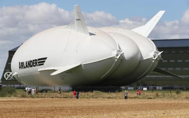 104920373_The_Airlander_10_part_plane_part_airship_is_out_its_hangar_for_the_first_time_at_Cardingto-large_trans++ZgEkZX3M936N5BQK4Va8RQJ6Ra64K3tAxfZq0dvIBJw.jpg