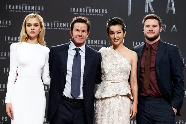 (L-R) Actors Nicola Peltz, Mark Wahlberg, Li Bingbing and Jack Reynor attend the european premiere of 'Transformers: Age of Extinction' (german title: 'Transformers - Aera des Untergangs') at Sony Centre on June 29, 2014 in Berlin, Germany. (Photo by Andreas Rentz/Getty Images for Paramount Pictures)