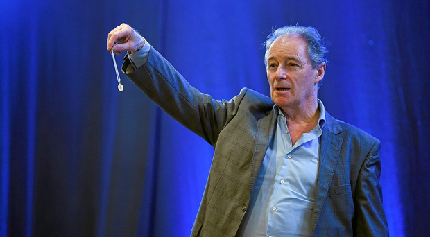 Brian Kerr has questioned the FAI's running of the League of Ireland