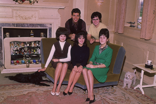 1964: Pop star Cliff Richard at home with his mother and sisters. (Photo by Peter Hustler/Central Press/Getty Images)