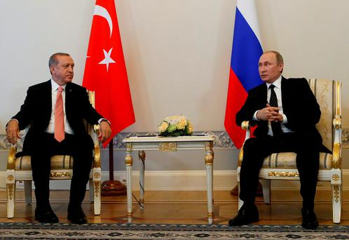 Russian President Vladimir Putin (R) speaks to Turkish President Tayyip Erdogan during their meeting in St. Petersburg, Russia. Photo: Reuters