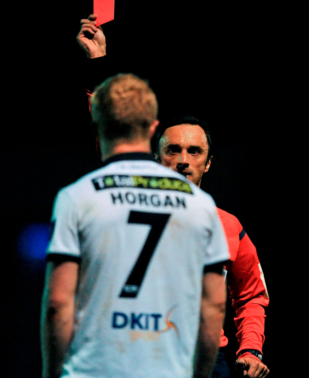 Daryl Horgan of Dundalk receives a red card from referee Neil Doyle seconds before the end of the game. Photo: David Fitzgerald/Sportsfile