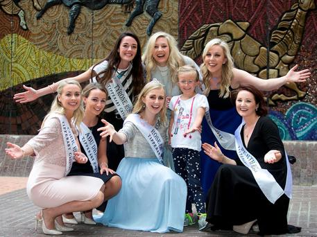 Roses Denise Collin (Cork), Dearbhladh Walsh (Abu Dhabi), Genevieve Scullion (Tyrone), Morgan Loy (Kentucky), Lorna Whyte (Dublin), Denise Quigley (Perth) with Rose of Tralee Elysha Brennan (centre) and Kate O'Brien (7) at the Tipperary Crystal event. Photo: Photocall