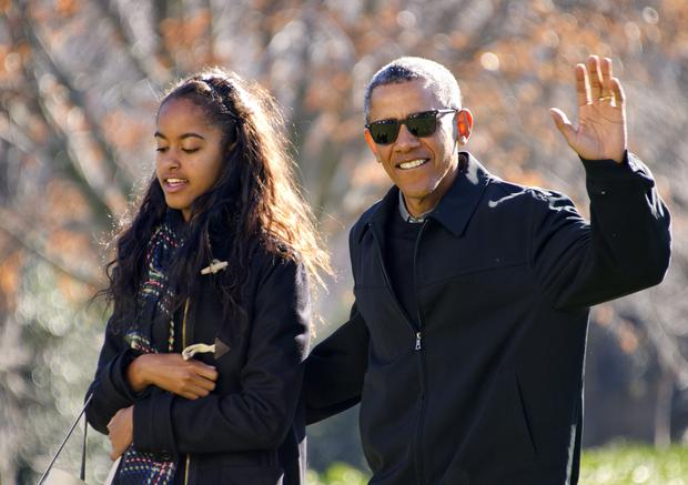 U.S. President Barack Obama waves to the assembled press as he walks with his daughter Malia on his family's return to the South Lawn of the White House January 3, 2016 in Washington, DC. (Photo by Ron Sachs-Pool/Getty Images)