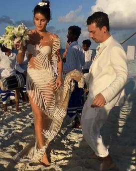 Brazilian super model Isabeli Fontana wore a barely-there designer gown for her wedding to singer Diego Ferrer