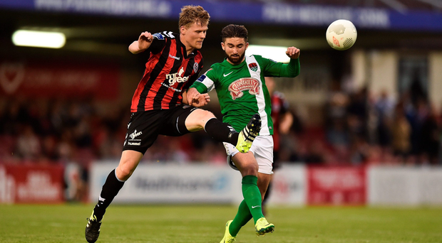 Derek Prendergast beats Sean Maguire to the ball during last night's Airtricity League match at Turners Cross. Picture Credit: David Maher/SPORTSFILE