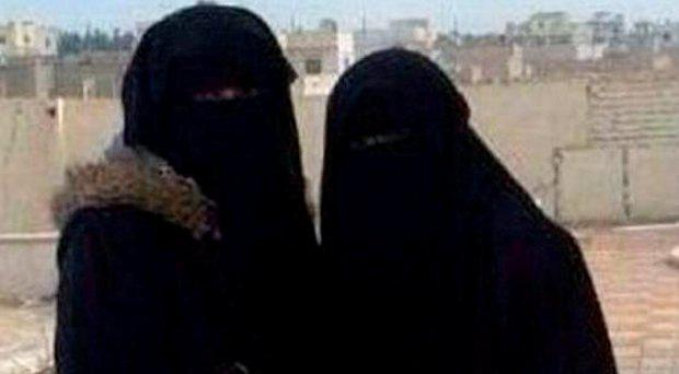 Aqsa Mahmood and another woman in Syria in a picture tweeted in 2014. (Twitter)