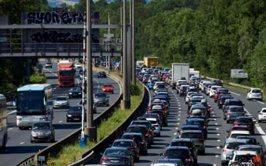 Tourists driving down the A7 motorway in France are being targeted by scammers CREDIT: AFP