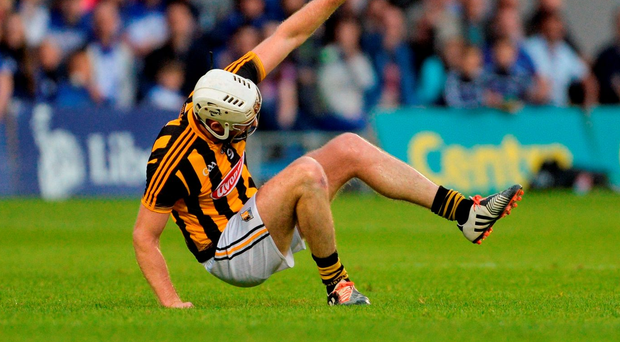 Michael Fennelly of Kilkenny pulls up with an injury during the GAA Hurling All-Ireland Senior Championship Semi-Final Replay game between Kilkenny and Waterford. Photo by Piaras Ó Mídheach/Sportsfile