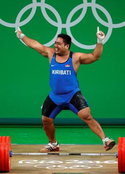 David Katoatau of Kiribati celebrates a successful lift. Reuters/Stoyan Nenov
