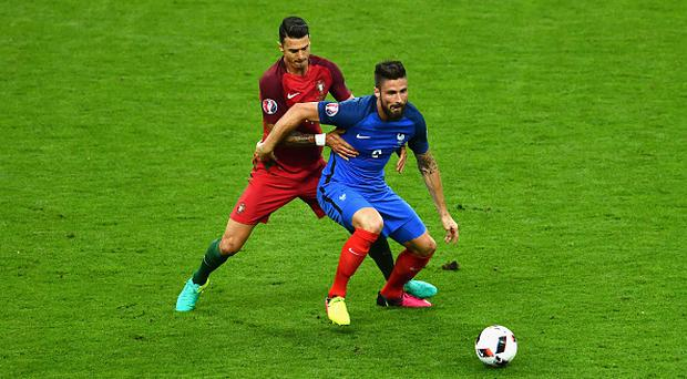 PARIS, FRANCE - JULY 10: Olivier Giroud of France controls the ball under pressure of Jose Fonte of Portugal during the UEFA EURO 2016 Final match between Portugal and France at Stade de France on July 10, 2016 in Paris, France. (Photo by Dan Mullan/Getty Images)