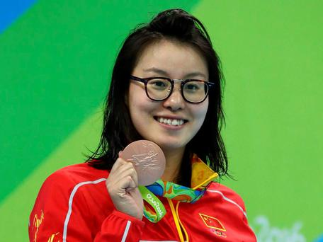 Fu Yuanhui with her bronze Olympic medal