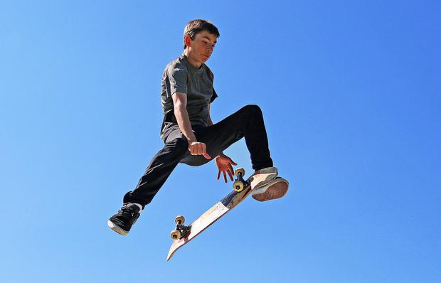 Max McInerney (14) reaches for the blue sky as he enjoys the heatwave at Cavan Skate Park. Photo: Lorraine Teevan
