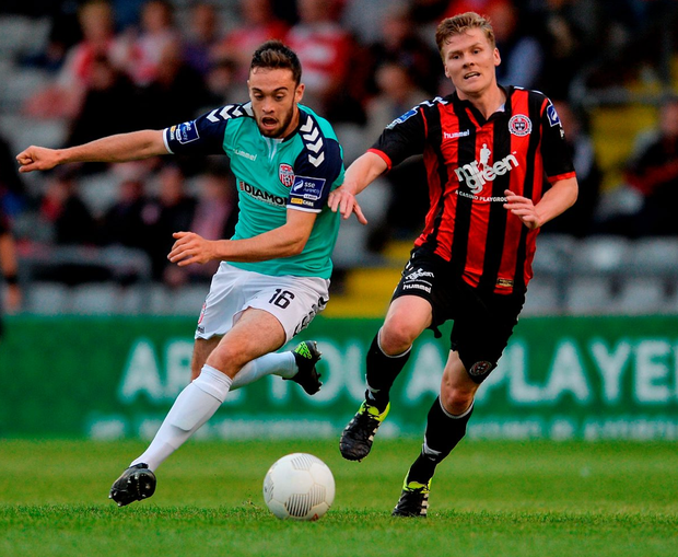 Derry City's Nathan Boyle and Bohs' Derek Prendergast race for possession in last night's FAI Cup Third Round tie at Dalymount Park Photo: Eóin Noonan/Sportsfile