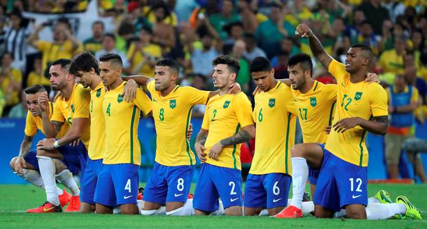 Brazil players before the last penalty