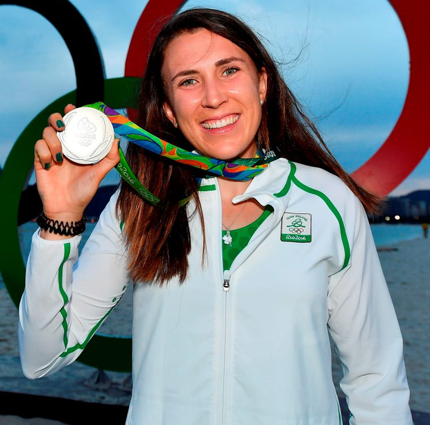 Annalise Murphy shows off her silver medal Photo: Brendan Moran/Sportsfile