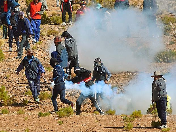 An independent miner returns a tear gas capsule during clashes with riot police during a protest against Bolivia's President Evo Morales' government policies, in Panduro south of La Paz, Bolivia, August 25, 2016. Picture taken August 25, 2016. REUTERS/APG Agency