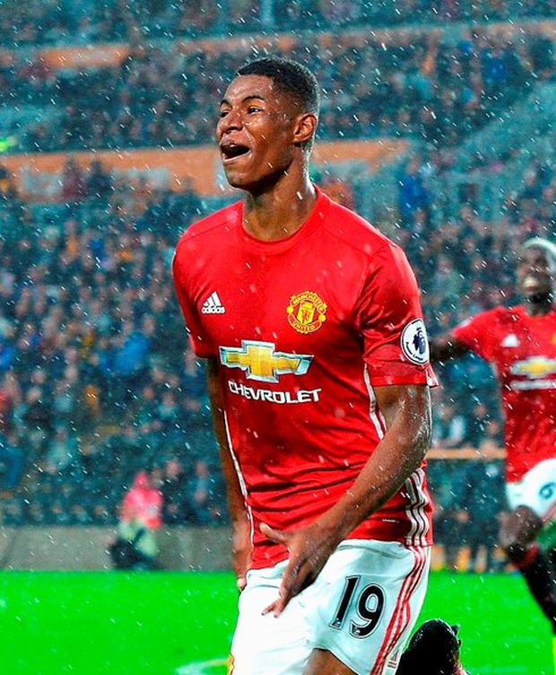 HULL, ENGLAND - AUGUST 27: Marcus Rashford of Manchester United celebrates scoring his sides first goal during the Premier League match between Hull City and Manchester United at KCOM Stadium on August 27, 2016 in Hull, England. (Photo by Mark Runnacles/Getty Images