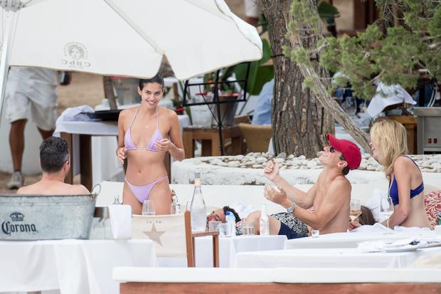 Sara Sampaio enjoys a lunch with boyfriend Oliver Riplay and pals at a beach club on August 13, 2016 in Ibiza, Spain. (Photo by Iconic/GC Images)
