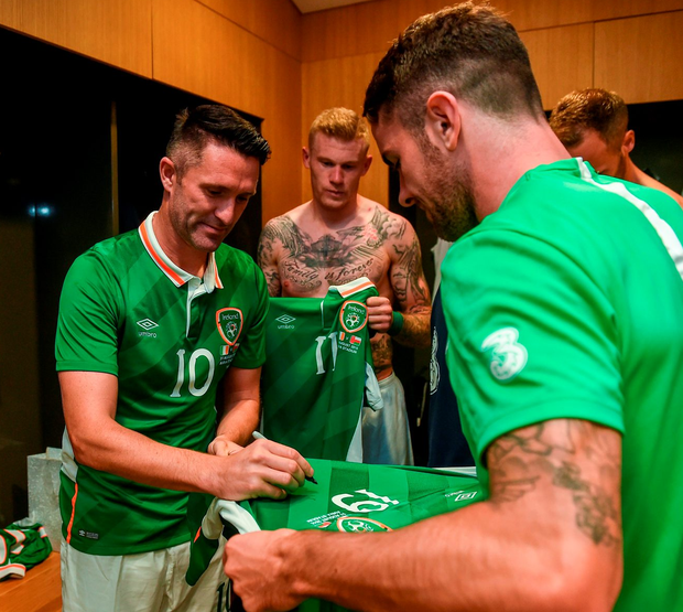 Robbie Keane signs a jersey for his teammates. Photo: David Maher/Sportsfile