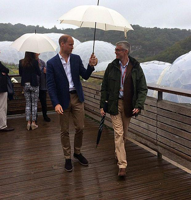 Kate Middleton and William seek shelter from the rain as they visit the Eden Project as part of the Cornwall tour. Photo: Kensington Palace / Twitter