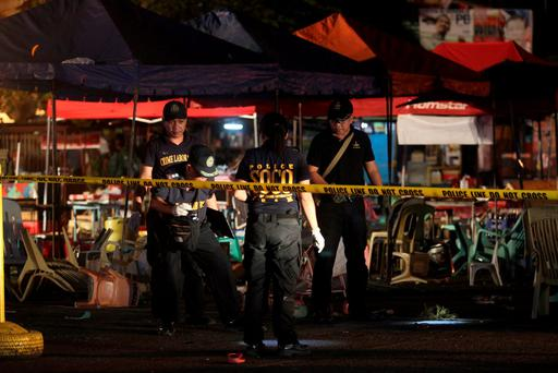 Police investigators inspect the area of a market where an explosion happened in Davao City, Philippines September 2, 2016. REUTERS/Lean Daval Jr