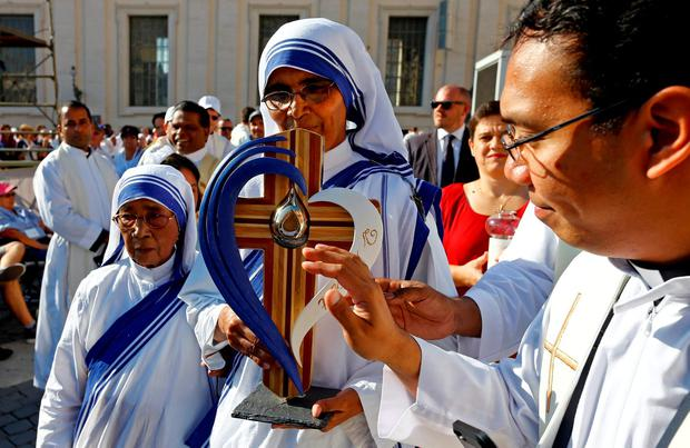 A nun, belonging to the global Missionaries of Charity, carries a relic of Mother Teresa of Calcutta before a mass celebrated by Pope Francis for her canonisation in Saint Peter's Square at the Vatican September 4, 2016