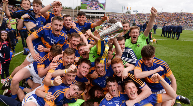 Tipperary minor players celebrate with the cup Photo by Piaras Ó Mídheach/Sportsfile