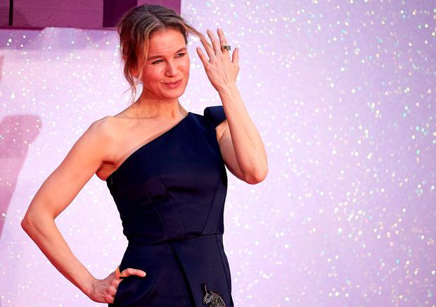 US actress Renee Zellweger poses on the red carpet as they arrive to attend the World Premiere of the film 'Bridget Jones' Baby'