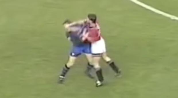 Roy Keane lashes out at Jan Aage Fjortoft in 1995