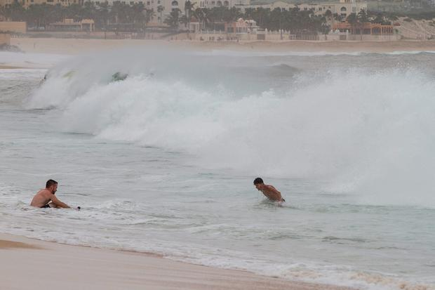 Tourists play at a beach in the aftermath of Hurricane Newton in Los Cabos, Mexico, September 6, 2016. REUTERS/Fernando Castillo
