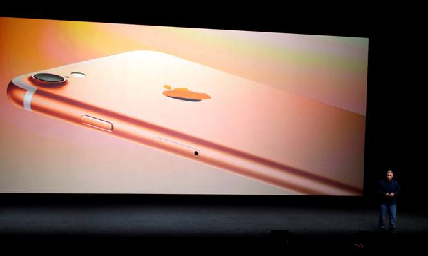 Phil Schiller, Apple's senior vice president of worldwide marketing, talks about the features on the new iPhone 7 during an event to announce new products in San Francisco. (AP Photo/Marcio Jose Sanchez)