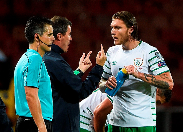 Roy Keane instructs Jeff Hendrick in Belgrade. Photo by David Maher/Sportsfile