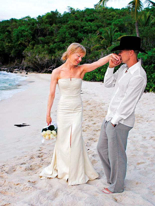 Renee Zellweger and Kenny Chesney after their wedding. Picture: AP/Carolina Herrera