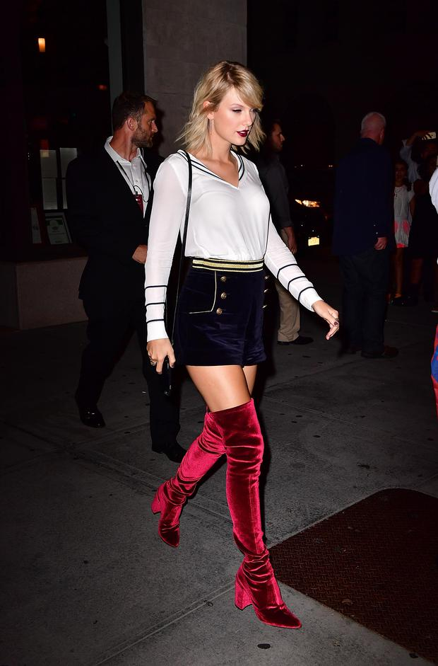 Taylor Swift leaves Tamarind restaurant on September 9, 2016 in New York City. (Photo by James Devaney/GC Images)