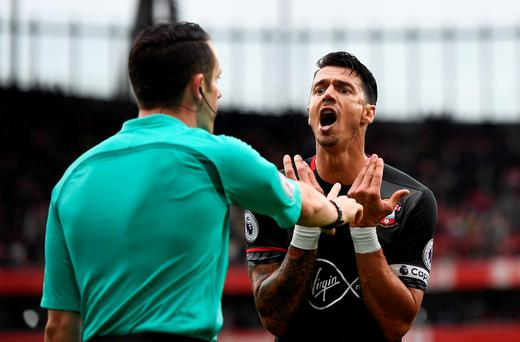 Southampton's Jose Fonte appeals to the linesman after a penalty was awarded to Arsenal Reuters / Dylan Martinez