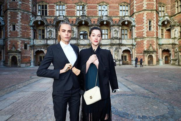 Cara Delevingne and Annie Clark attend the 'Jonathan Yeo Portraits' exhibition opening at the Museum of National History at Frederiksborg Castle on March 19, 2016 in Hillerod, Denmark. (Photo by Schiller Graphics/Getty Images)