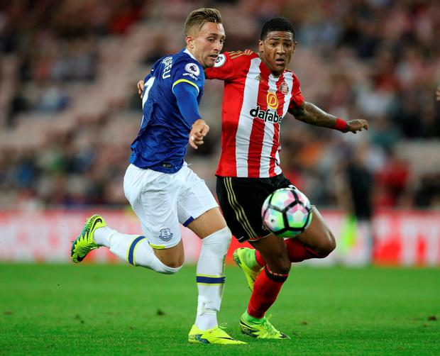 Everton's Gerard Deulofeu in action with Sunderland's Patrick van Aanholt Photo: Reuters / Phil Noble